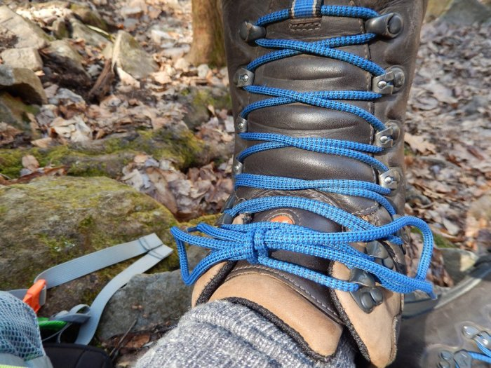 Boot laces, surgeons knott