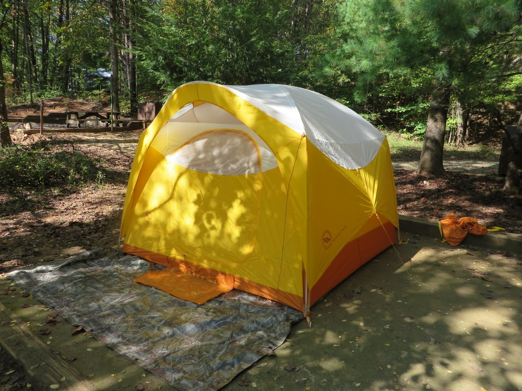 The Big House 4 Deluxe is simply the somewhat fancier version of the Big House 4 which retails for $299. The base Big House lacks the doormat many interior ... & Big Agnes Big House 4 Deluxe Review | TreeLineBackpacker